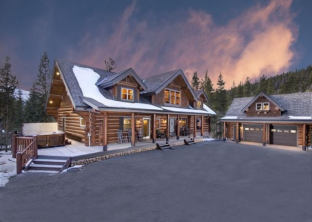 Stunning Mountain Lodge with Winter Shuttle & Hot Tub on 2 Private Acres!, vacation rental in Breckenridge