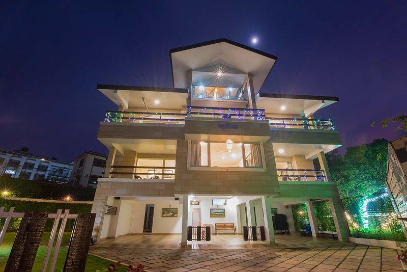 Shavik Villa by Vista Rooms, casa vacanza a Satara District