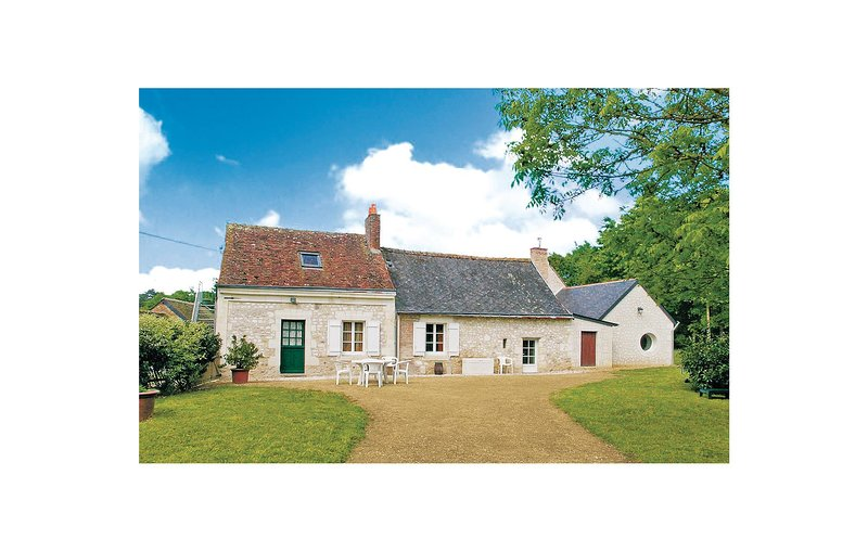 Awesome home in Meon w/ WiFi and 2 Bedrooms (FVM012), holiday rental in Noyant