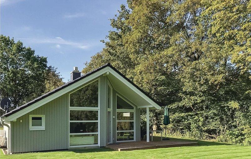Nice home in Krems II-Warderbrück with Sauna and 2 Bedrooms (DSH009), Ferienwohnung in Großharrie