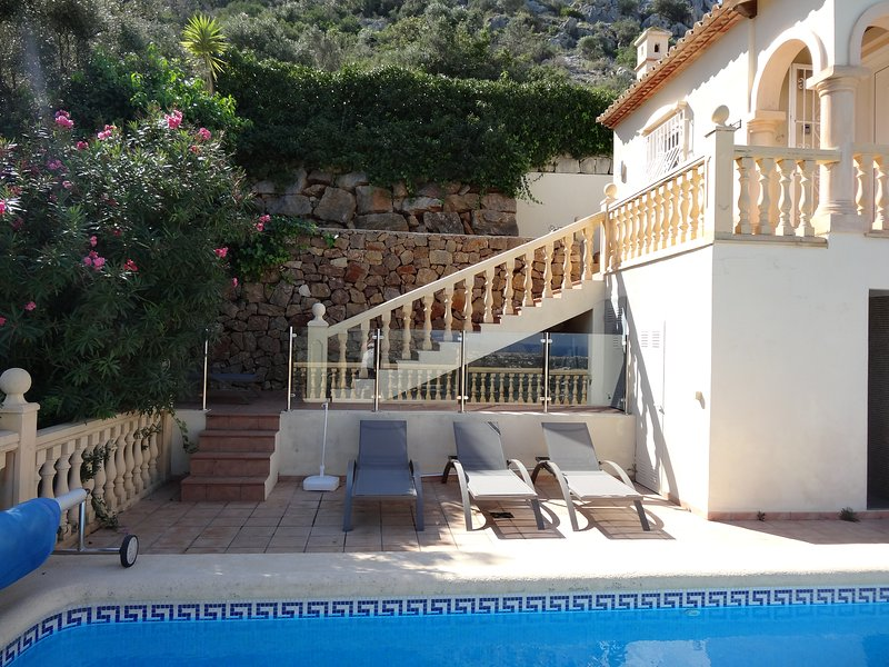 Villa on 2 levels, bedrooms on pool level.