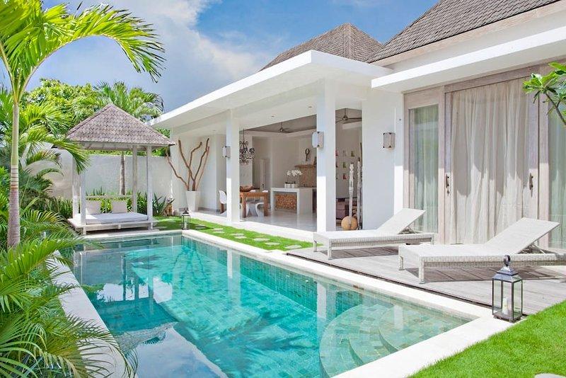 Spacious villa with swimming-pool, holiday rental in Pemecutan Klod