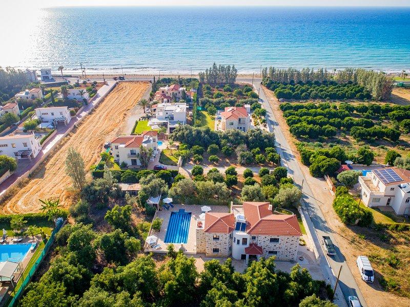 Serenity Villa-  Luxury Villa with Private Pool(200m Beach/Sea), holiday rental in Argaka