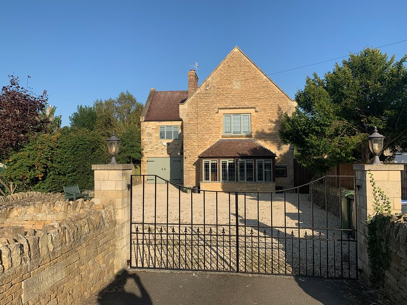 Beautiful Cotswold historic home in the heart of the countryside, location de vacances à Sutton-under-Brailes