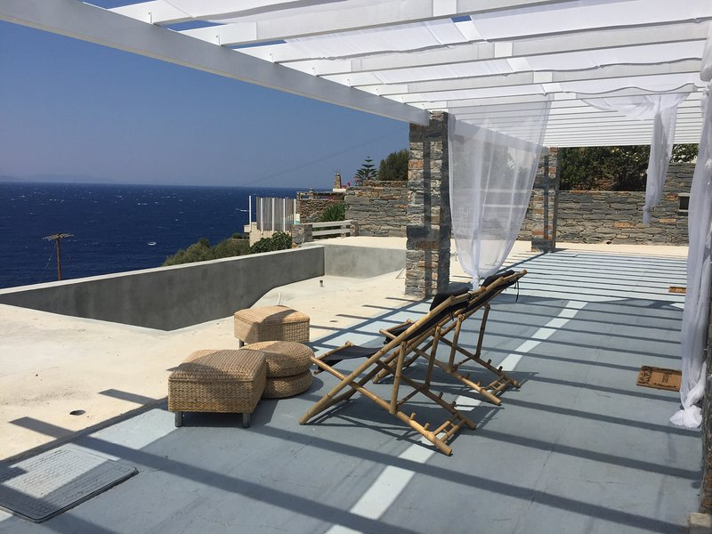 Beautiful apt with sea view & Wifi, alquiler vacacional en Melissaki