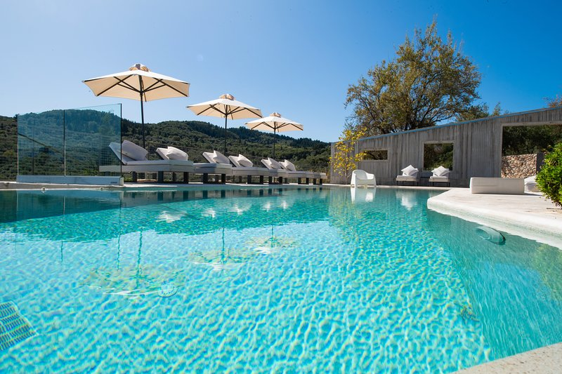 Exclusive, hilltop, secluded, top service, close to beaches and amenities, holiday rental in Lefkada Town