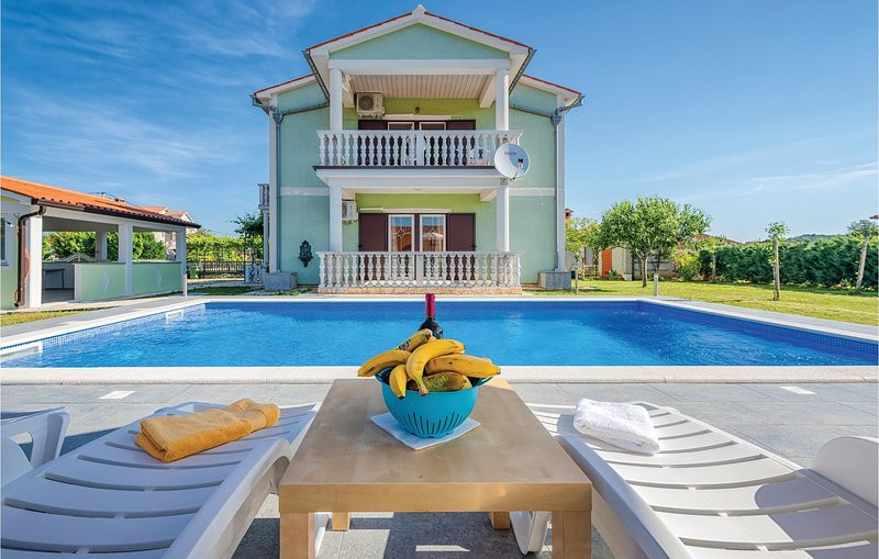 Stunning home in Kapelica with WiFi and 4 Bedrooms (CIO156), holiday rental in Rasa
