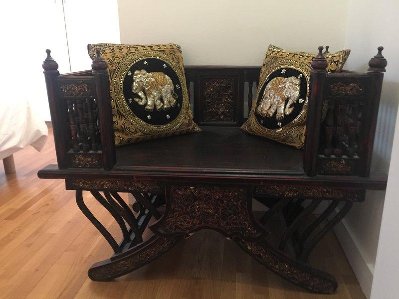 silla de elefante en la sala