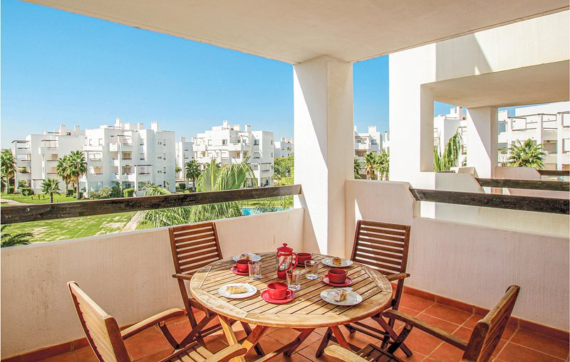 Stunning apartment in Torre Pacheco with WiFi, Outdoor swimming pool and 2 Bedro, holiday rental in Balsicas
