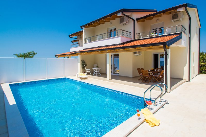 Spacious house with swimming-pool, holiday rental in Dragonja