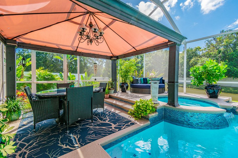 Enjoy the Screened-In Lanai with Pool, Hot Tub, Dining Set and Daybed, Backing to a Peaceful Pond &