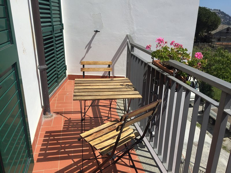 Nice apt with sea view & terrace, vacation rental in Ospedaletti