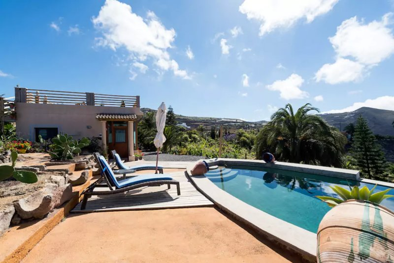 Spacious property with pool access, holiday rental in El Agujero