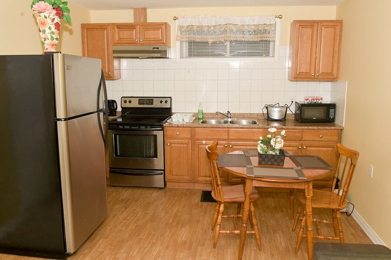 Eye Catching and Spacious, holiday rental in Airdrie