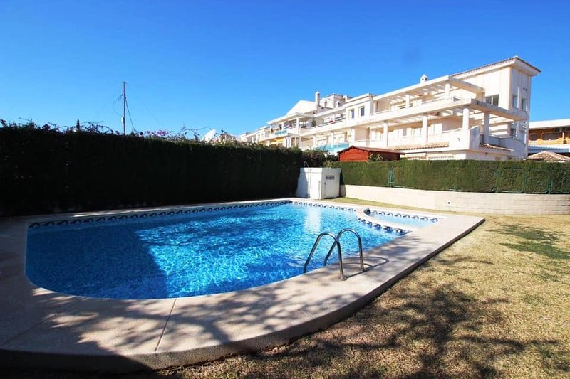 Spacious two-bedroom apartment in centre of Albir, vacation rental in Polop