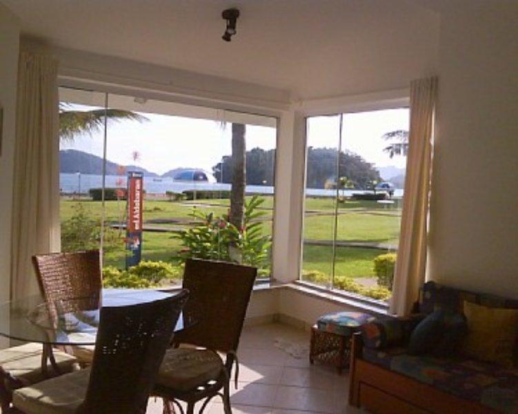 Excelente apto térreo a 40 m de praia particular, casa vacanza a Angra Dos Reis