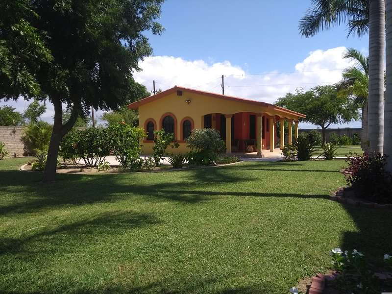 Quiet Mexican casita adjacent to the Pacific Ocean, vacation rental in Teacapan