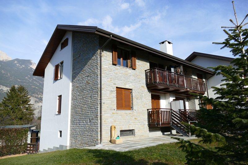 CasaSenait Oulx, 3 camere, soggiorno, cucina, due bagni e parcheggio, Ferienwohnung in Gravere