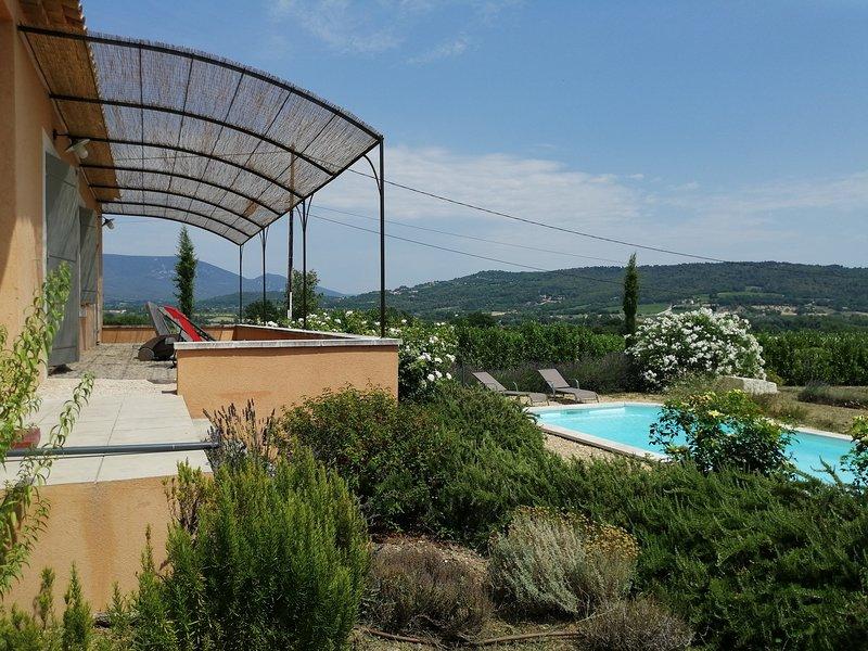 Provence-Luberon, Jolie villa, piscine privée, grand terrain clos,vue dégagée, location de vacances à Apt