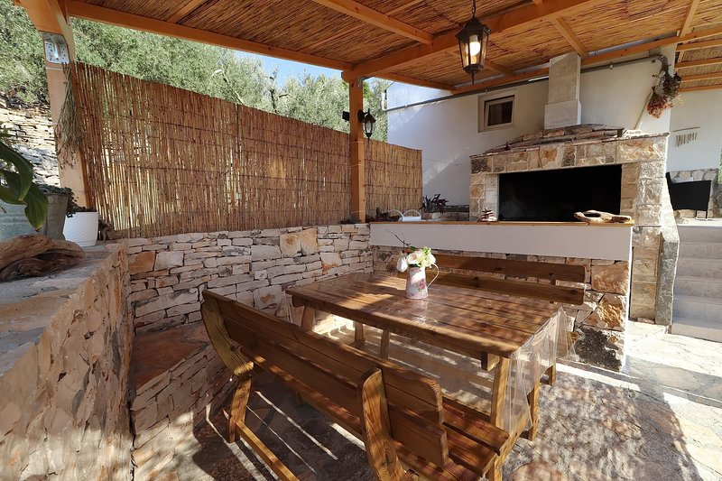 Lumi - cosy cottage in nature, holiday rental in Vela Luka