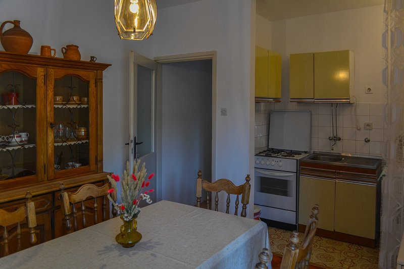 Sibinj Krmpotski Apartment Sleeps 2 with Air Con and WiFi - 5811606, holiday rental in Sibinj Krmpotski