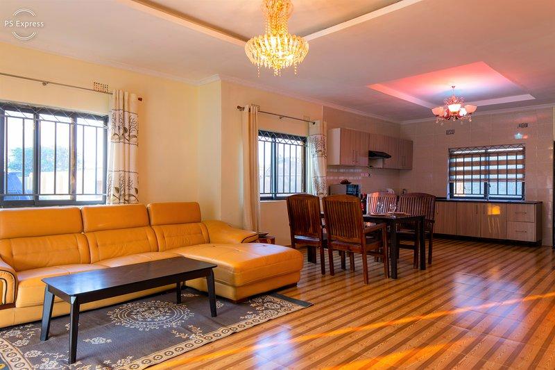 Bel soggiorno con sala da pranzo e cucina a vista