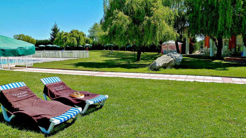 Nice house with pool access & Wifi, vacation rental in Trabanca