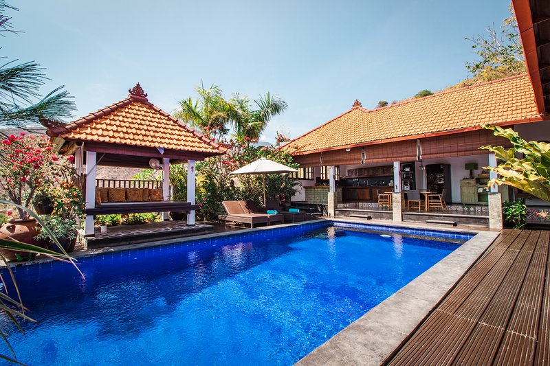 Villa Bukit Malas 3 - 3 Bedroom private villa with pool, seaview and breakfast, vacation rental in Bunutan