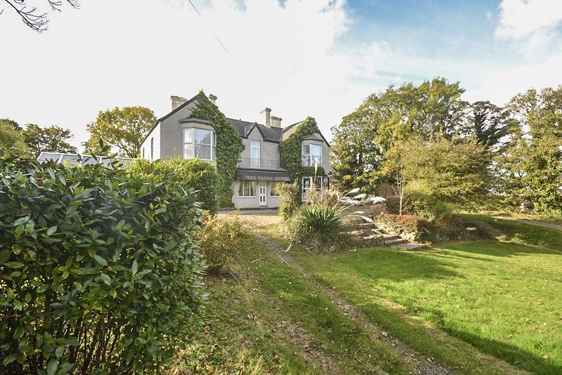 The Trees - large 7 bedroom converted guest house, alquiler vacacional en Amlwch