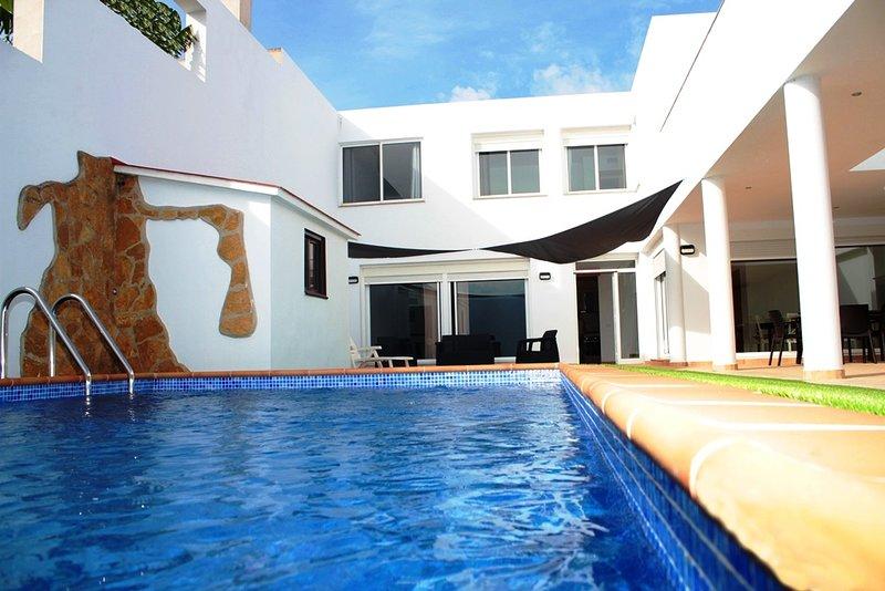 DeltaHouse - Casa de alquiler turístico - Poble Nou del Delta - piscina privada, vacation rental in L'Eucaliptus