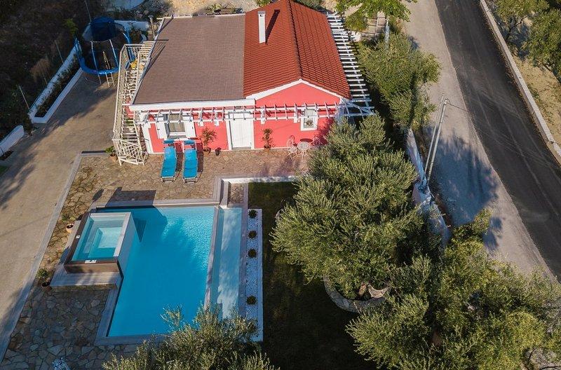 Dorothea-2 bedroom villa private pool, holiday rental in Lagopodo