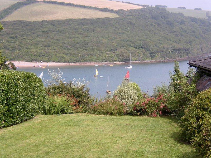 Jardín y vistas al estuario.