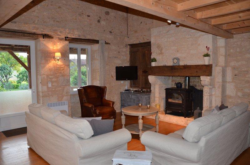 Gite/vakantiewoning met eigen ingang en privé parking voor 7 volwassenen, location de vacances à Condezaygues