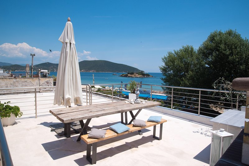 Sea View Studio in front of the Beach, holiday rental in Mesoropi