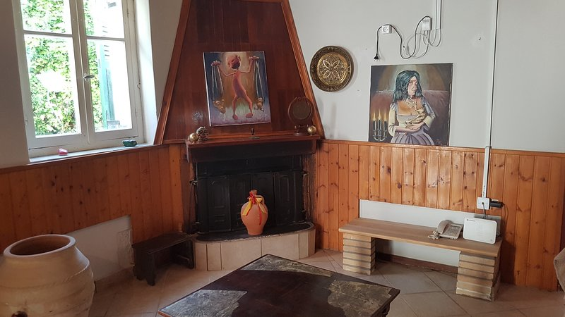 Artist stone House, holiday rental in Chalikounas