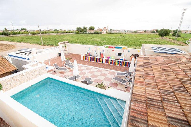 Private Luxury Holiday Villa & Pools,located between La Marina & San Fulgencio, location de vacances à San Fulgencio