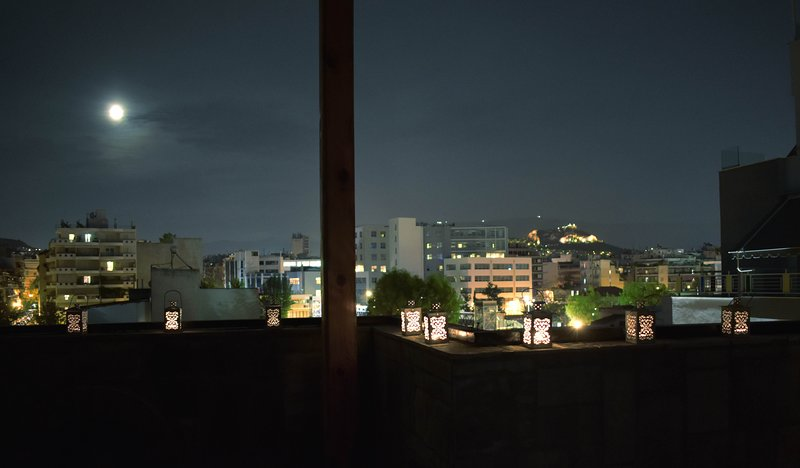 **Luxurious Central Apartment with Stunning View +, holiday rental in Chaidari