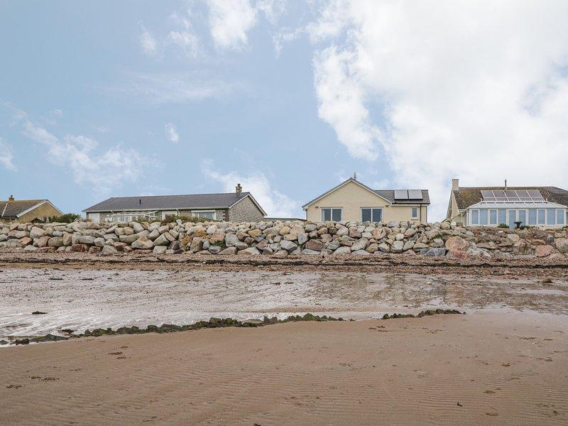 SPINDRIFT, detached beachfront cottage, all ground floor, en-suites, WiFi, location de vacances à Kirkbean
