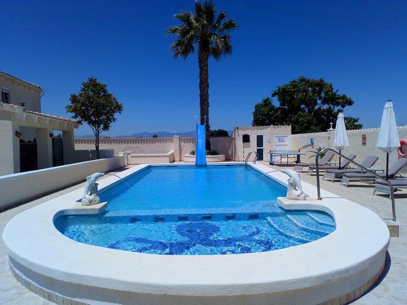 Private Luxury Holiday Villa & Pool,located between La Marina and San Fulgencio, location de vacances à San Fulgencio
