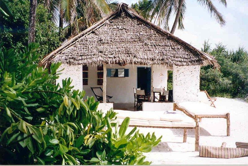 60m² authentic fisherman bungalow rentinzanzibar.c