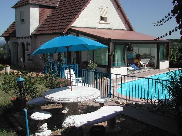 Spacious house with swimming-pool, location de vacances à Allassac