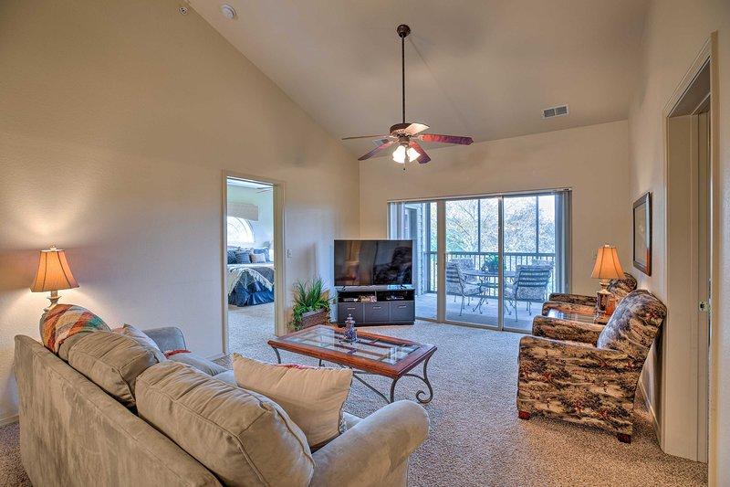 Este condominio Branson West de 3 dormitorios tiene espacio para 8!