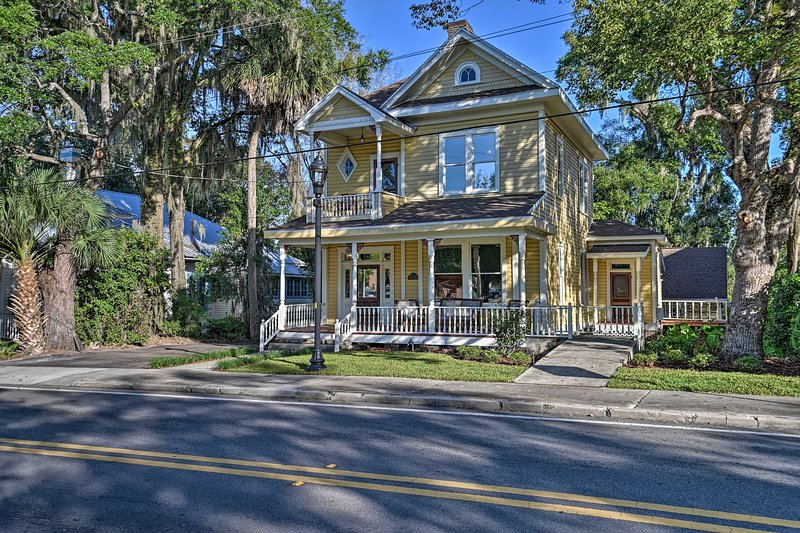 Restored Historic Home in Downtown Ocala w/ Deck!, holiday rental in Reddick