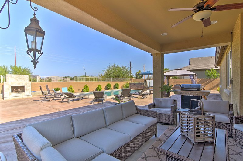 Family Home w/Pool < 10 Mi San Tan Mtn Regional Pk, alquiler vacacional en Queen Creek