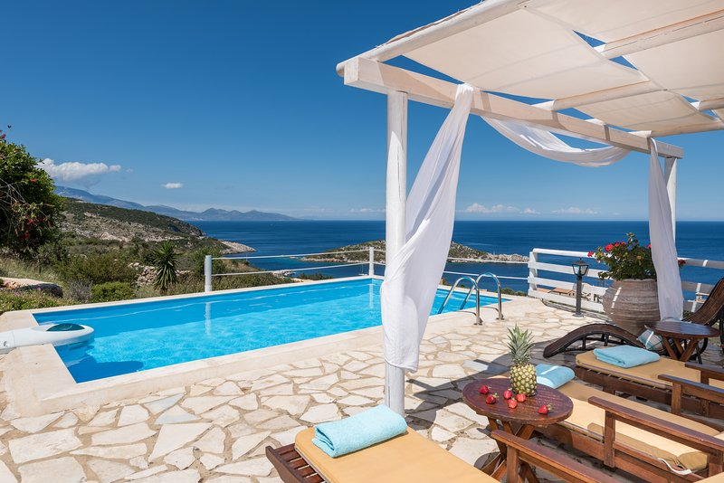 ORFOS VILLAS (3 bedroom villa with private pool), holiday rental in Varvara