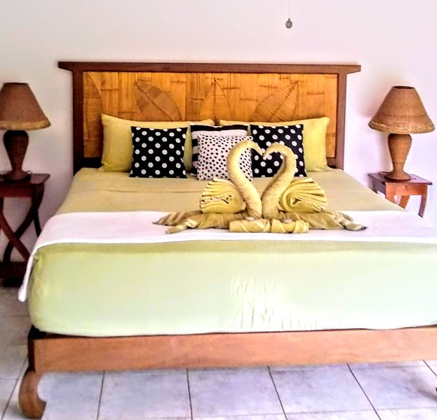 2nd floor king suit with balcony, alquiler de vacaciones en Isla San Cristobal