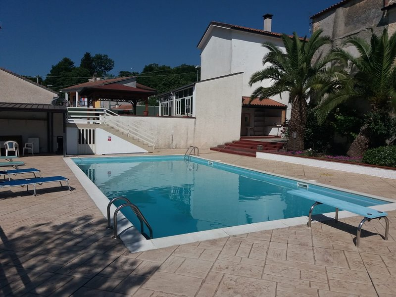 Three Craws, holiday rental in Montaquila