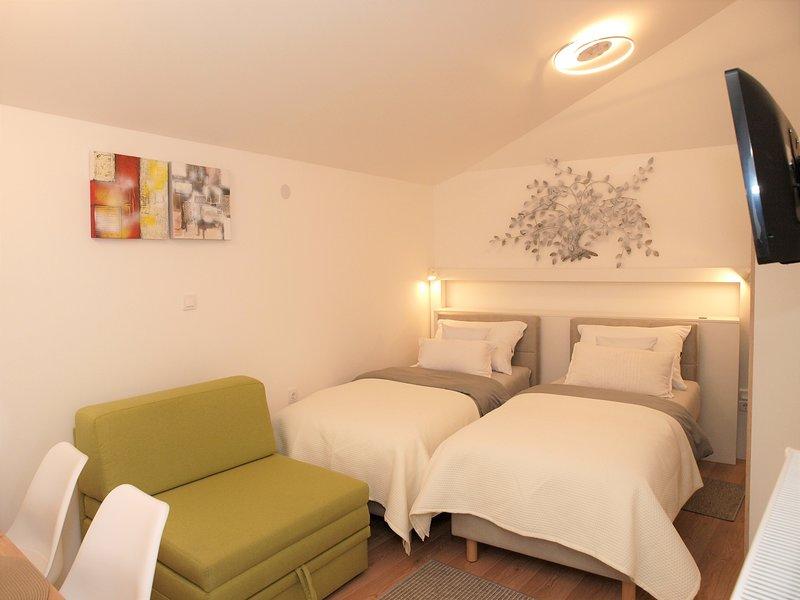 Cozy new Studio Apartment Tian in Zagreb, vacation rental in Rakitje
