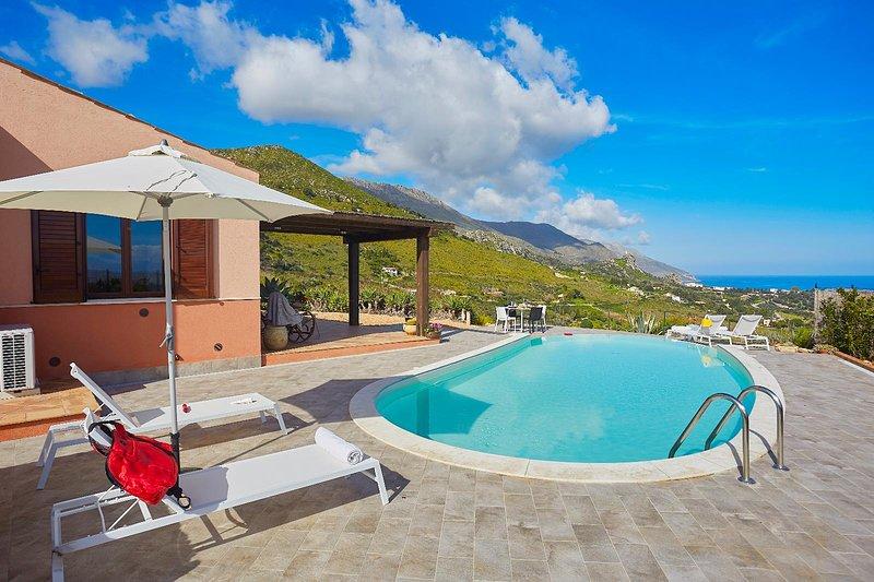 Villa Tarì, holiday rental in Villaggio Sporting