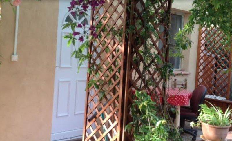 Amazing studio with garden & Wifi, vacation rental in Ceyreste